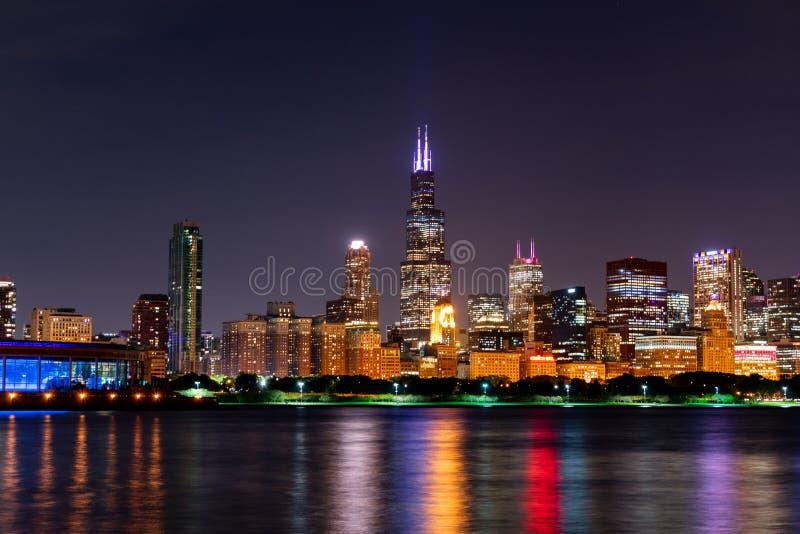 芝加哥地平线场面在晚上 库存图片