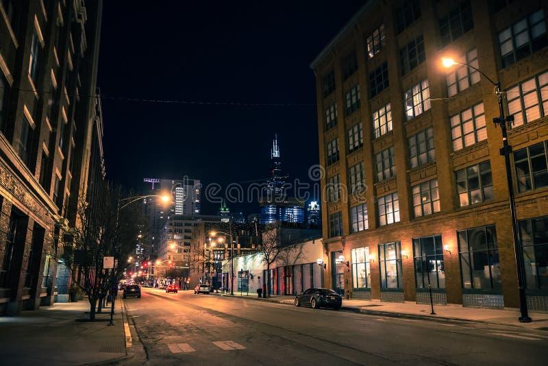 芝加哥市街道在西方圈的夜场面 免版税库存图片