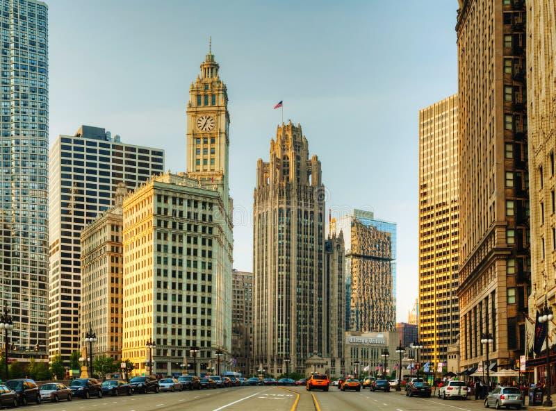 芝加哥街市与里格利大厦 免版税库存照片