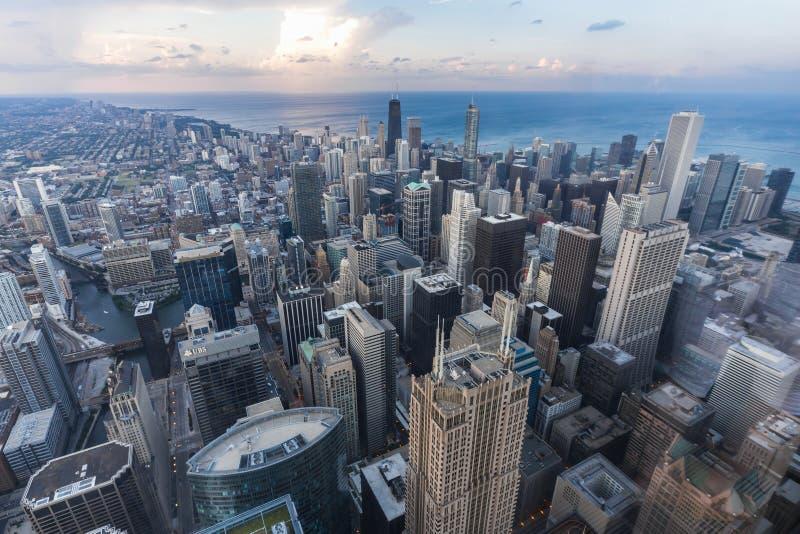 芝加哥, IL/USA -大约2015年7月:街市芝加哥看法从威利斯塔的 免版税库存图片