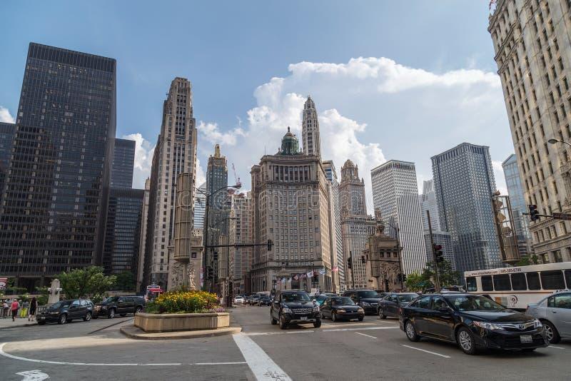 芝加哥, IL/USA -大约2015年7月:街市芝加哥,伊利诺伊北部密执安大道  图库摄影