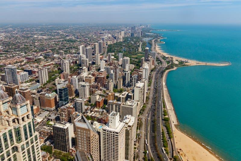 芝加哥-大约2018年5月:有风从汉考克塔的城市街市地平线在一个晴天 芝加哥是家庭对Cub v 库存照片