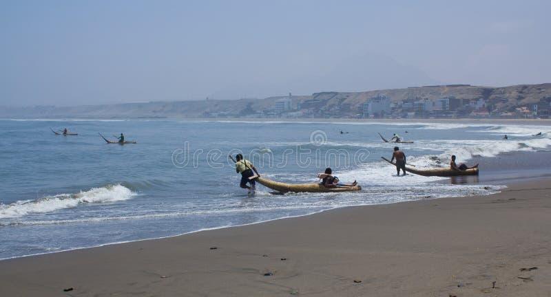 芦苇小船的, Huanchaco,秘鲁渔夫 库存图片