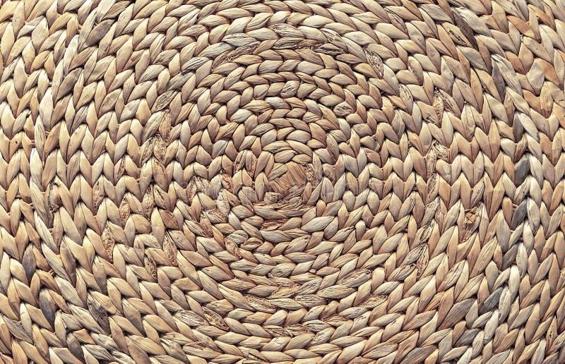 芦苇标尺柳条筐  从柳条筐的背景 库存照片