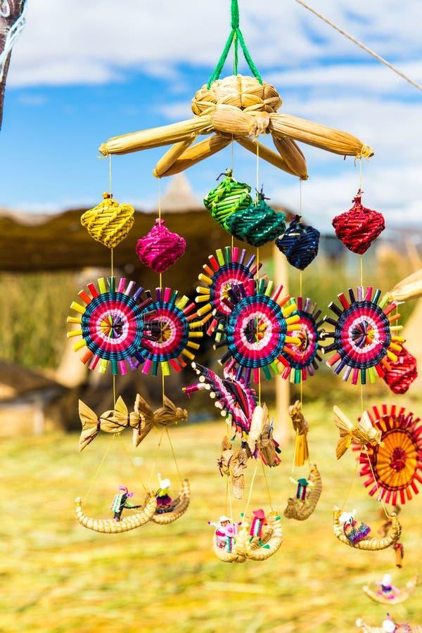从芦苇的纪念品在浮动海岛Titicaca湖,秘鲁 图库摄影