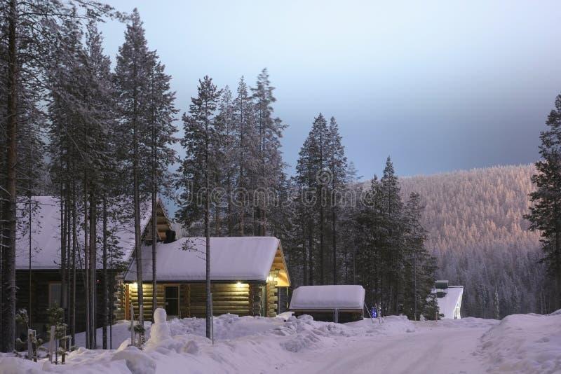 芬兰晚上村庄 免版税库存图片