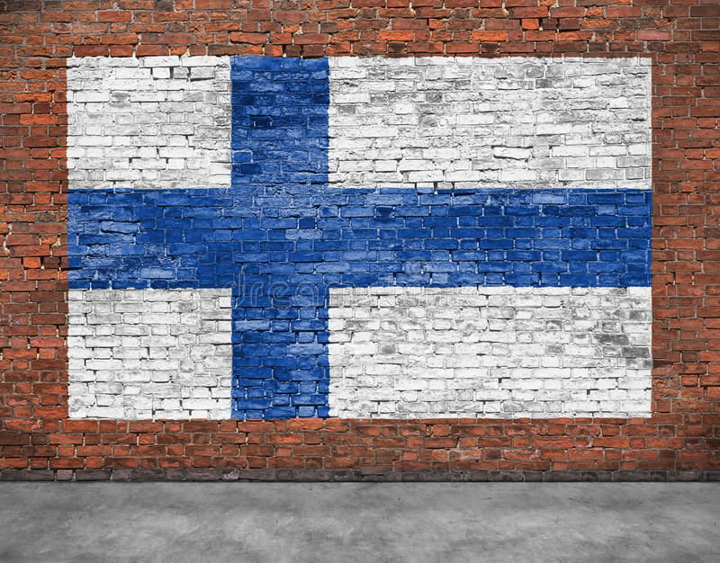 芬兰的国旗在砖墙上绘了 库存照片