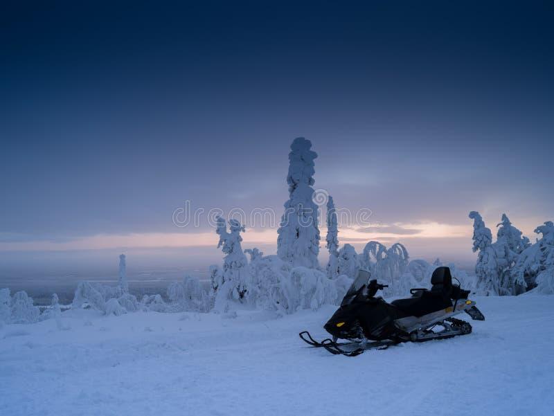 芬兰雪上电车 免版税库存图片