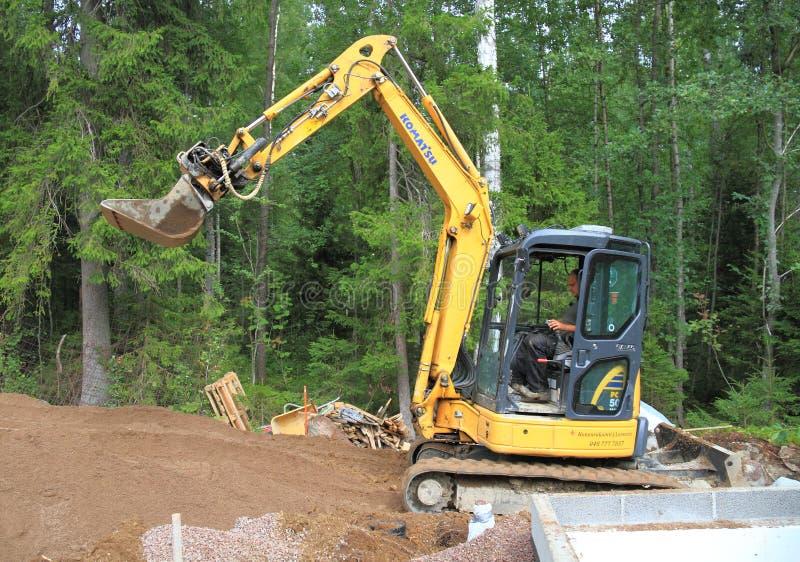 芬兰:在建造场所的一种微型挖掘机 库存图片