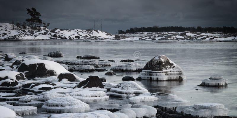 芬兰: 冻结海岸 免版税库存图片