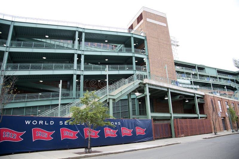 芬威球场在城市波士顿 免版税库存照片