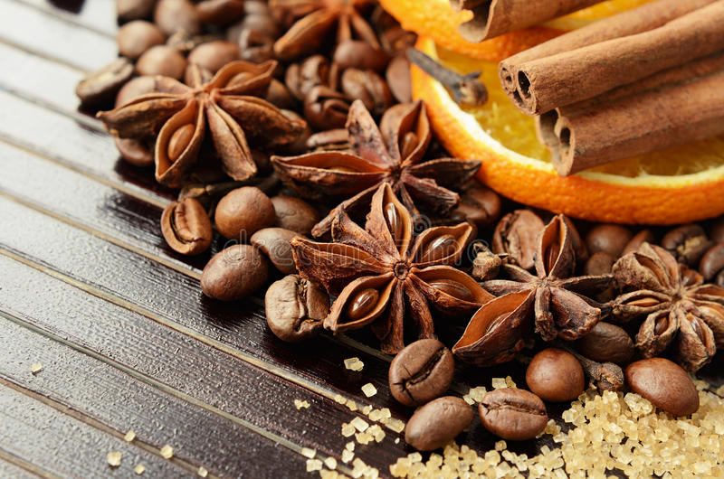 芬芳香料、咖啡,干橙色和芦苇糖 库存照片