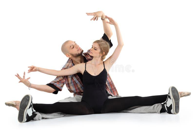 芭蕾舞女演员和秃头breakdancer坐楼层 库存照片