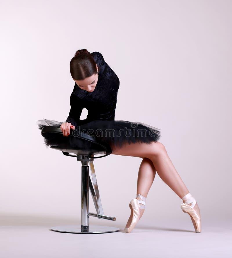 芭蕾舞女演员摆在 库存图片
