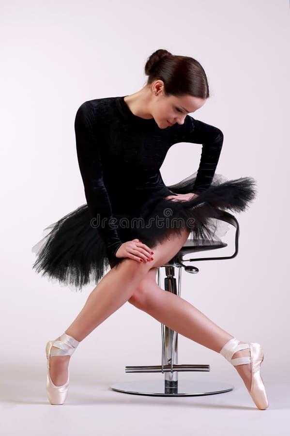 芭蕾舞女演员摆在 免版税库存图片