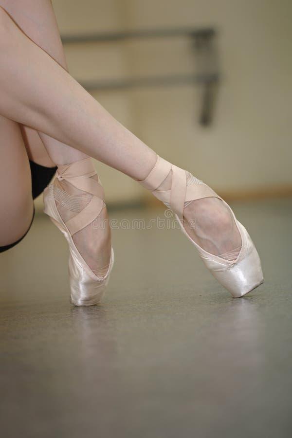 芭蕾舞女演员特写镜头的腿 库存图片