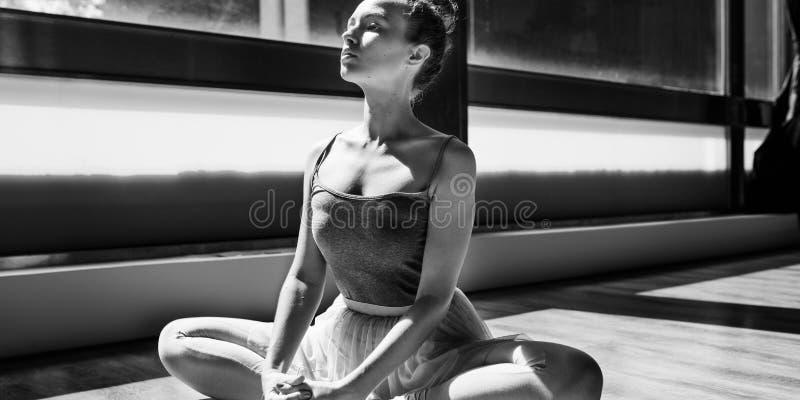 芭蕾舞女演员芭蕾舞蹈实践清白的人概念 免版税库存照片