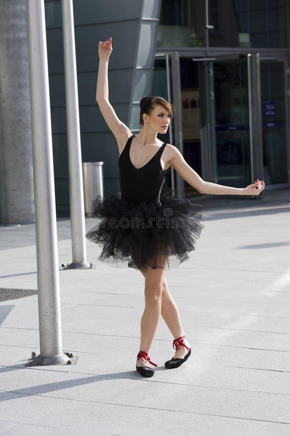芭蕾舞女演员黑色芭蕾舞短裙 库存照片