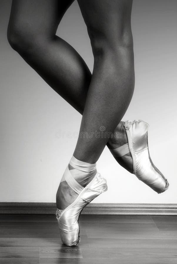 芭蕾舞女演员pointe 免版税库存照片