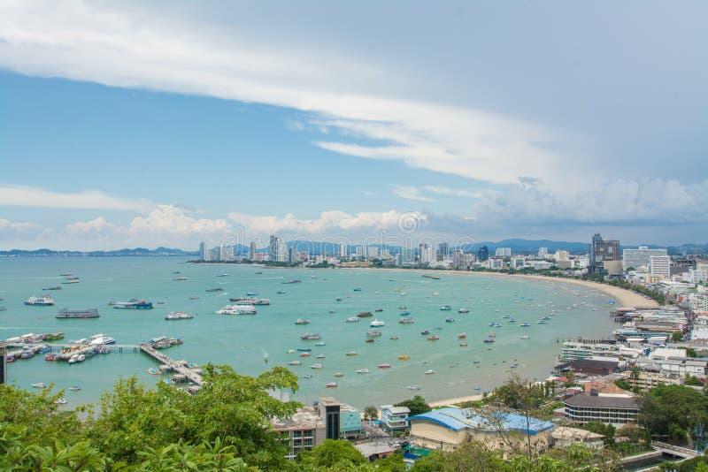 芭达亚海滩和市鸟瞰图,春武里市,泰国 免版税图库摄影