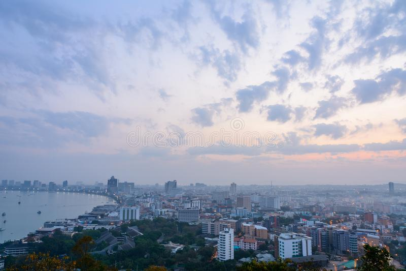 芭达亚美好的天空和都市风景视图早晨时间的 库存图片