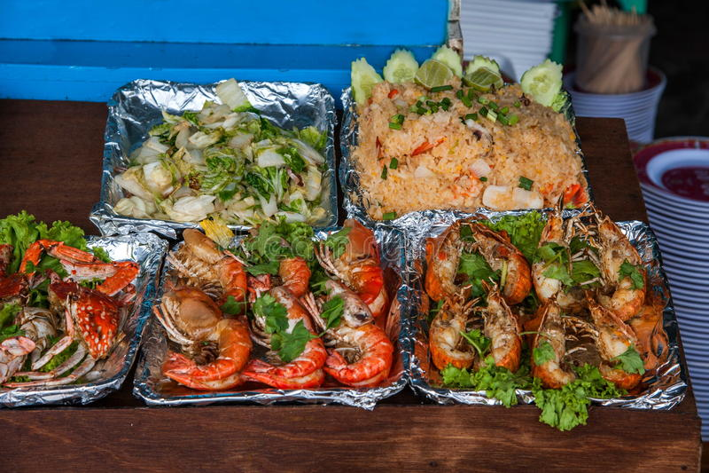 芭达亚,泰国铺沙海岛海鲜快餐 免版税库存照片