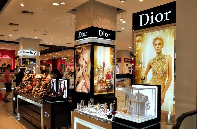 芭达亚,泰国:在节日购物中心的Dior化妆用品 免版税库存图片