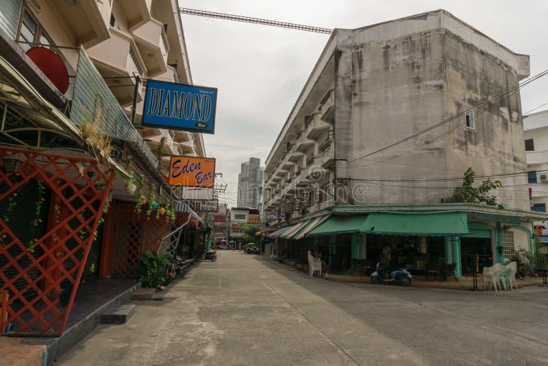 芭达亚,泰国- 10月28,2018:街道的这老部分的相井18是夜生活的有些酒吧 库存照片