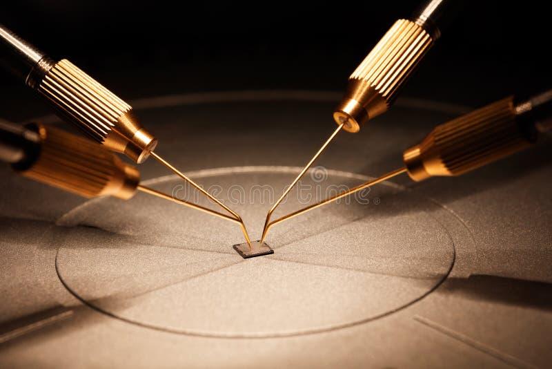 芯片制造在电路板的在显微镜下 免版税库存图片