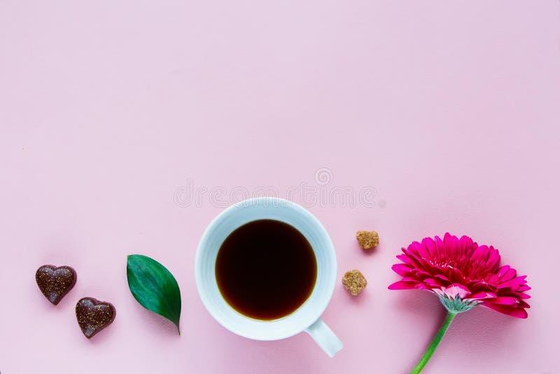 花、咖啡和巧克力 免版税图库摄影
