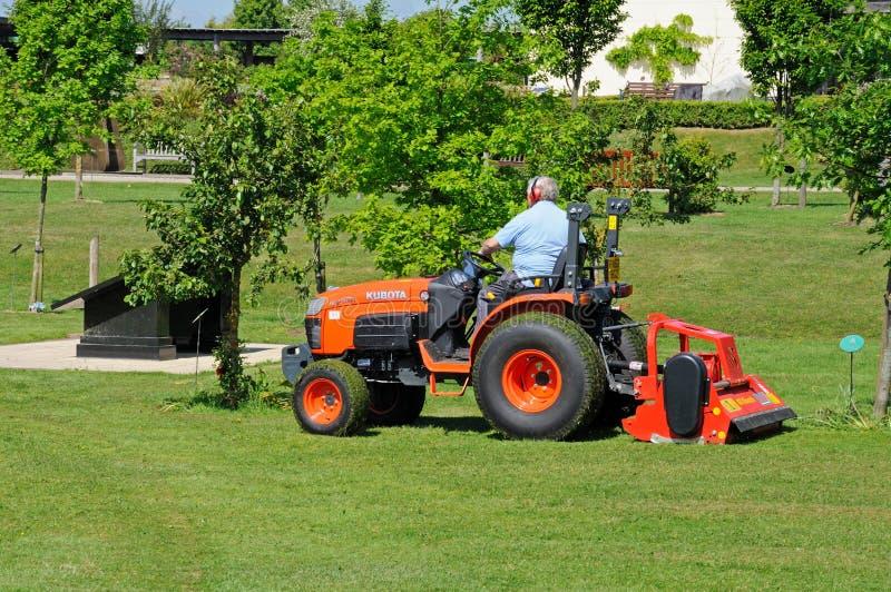 花匠割的草坪, Alrewas,英国 免版税库存照片