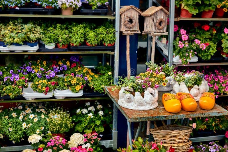 花卉和传统手工制品 图库摄影