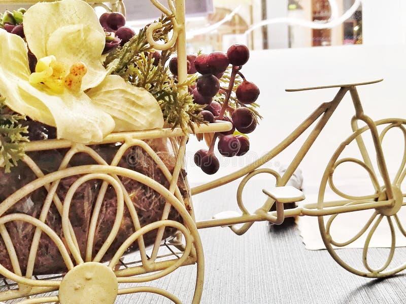 花卉自行车 免版税库存照片