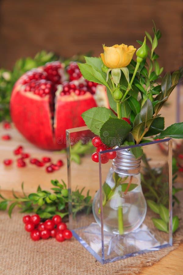 花和果子的美好的陈列 免版税库存图片