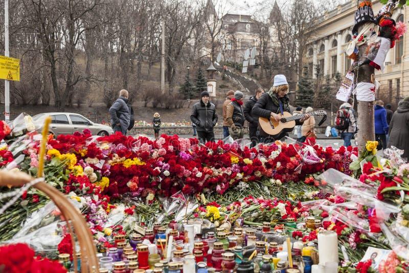 花和蜡烛花束  图库摄影