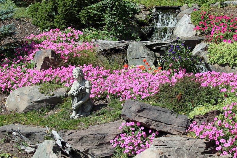 花园和瀑布 图库摄影
