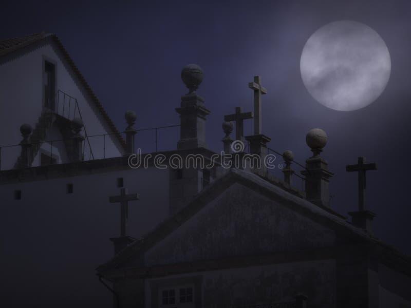 花岗岩在有雾的满月夜横渡 免版税图库摄影