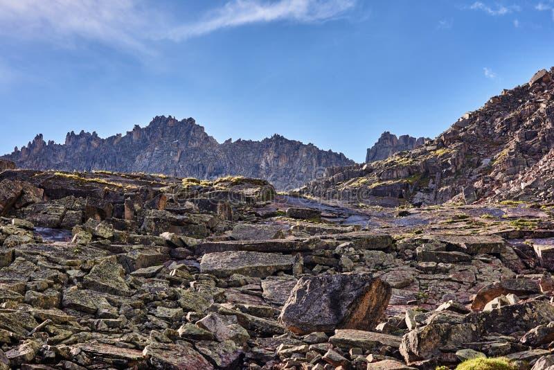 花岗岩大片断在侵蚀过程中的 免版税库存图片