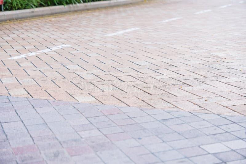 花岗岩铺磁砖不对称的走道样式自然走道 免版税图库摄影