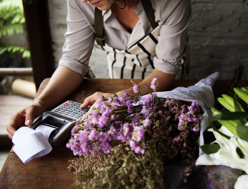 花店的事务与妇女所有者的 库存图片