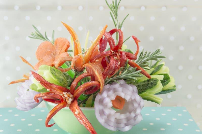 花形状的菜沙拉 免版税库存图片