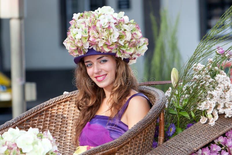 花新马德拉岛的妇女 免版税库存图片