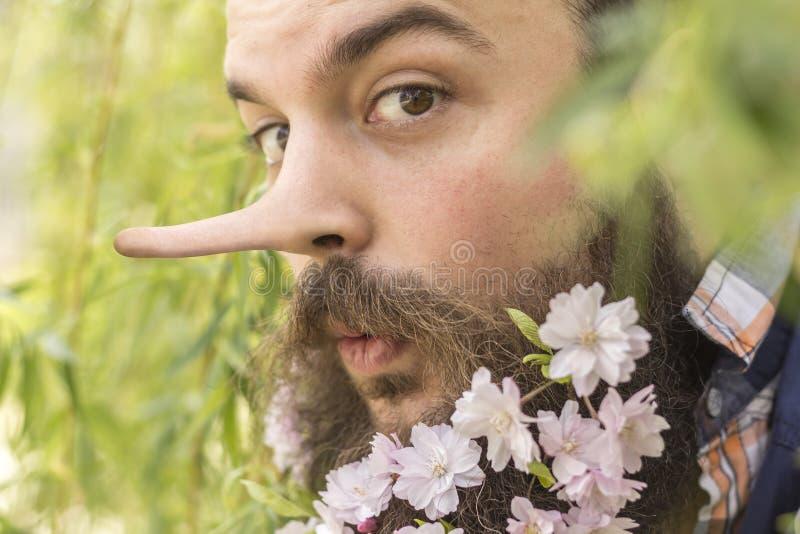 花有胡子的说谎者 免版税库存照片