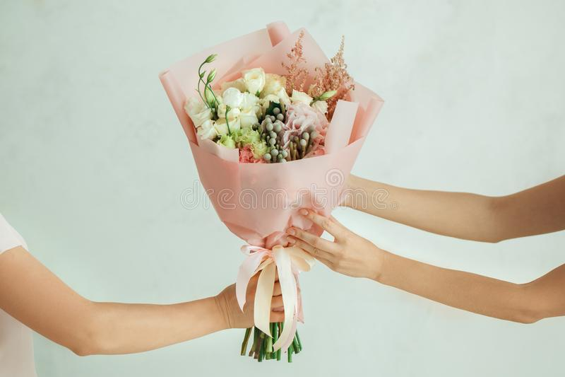 花束开花妇女年轻人 库存照片