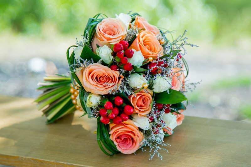 花束开花橙色婚礼 免版税库存照片