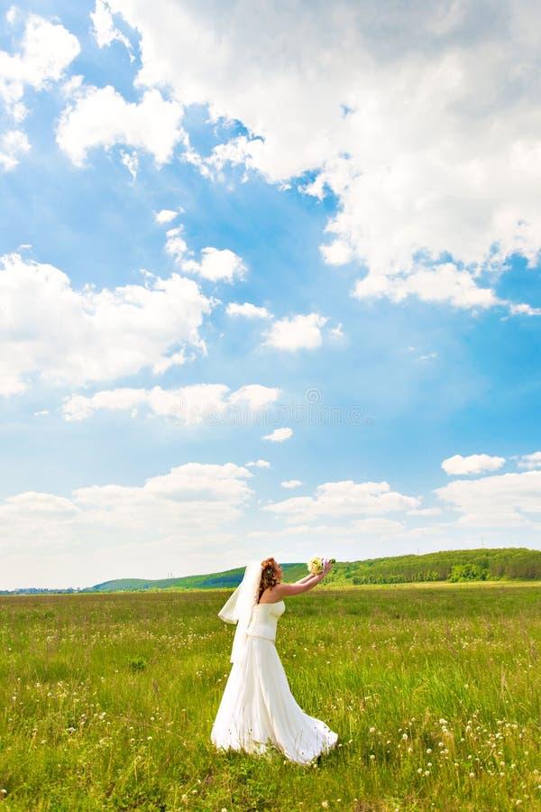 花束新娘扔 免版税图库摄影