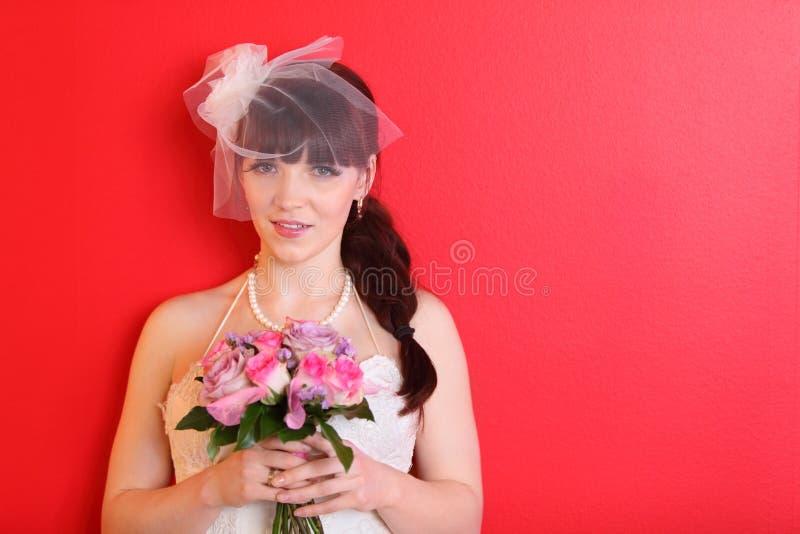 花束新娘礼服暂挂短面纱佩带 库存图片