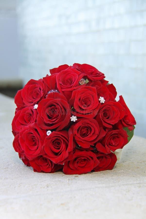 花束新娘红色玫瑰 图库摄影