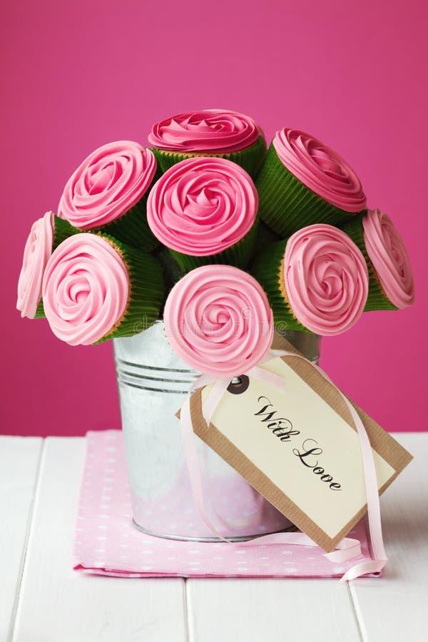 花束杯形蛋糕 免版税库存照片