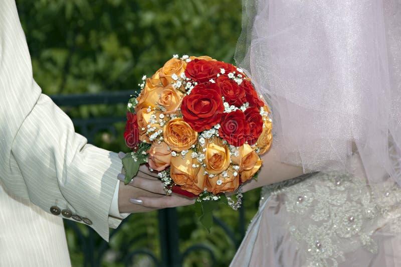 花束橙红婚礼白色 免版税图库摄影